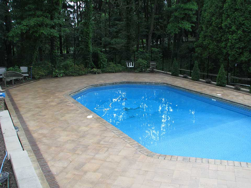Landscaping services pittsburgh pa pool deck pavers for Pool design mcmurray pa